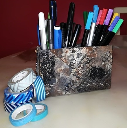 Porte-crayon altéré
